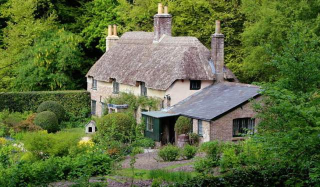 novelist and poet thomas hardy cottage and birthplace